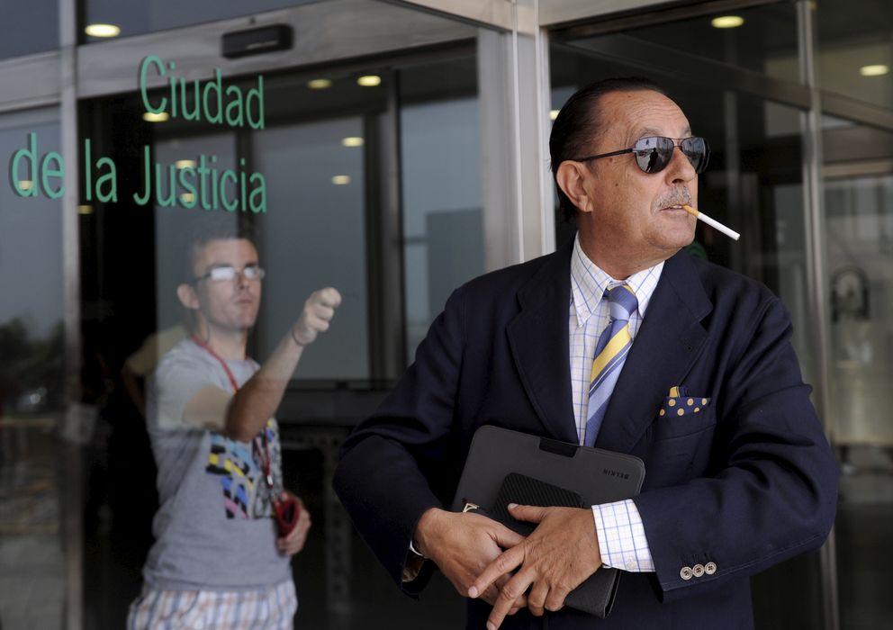 Foto: Julián Muñoz saliendo de uno de sus últimos juicios. (I.C.)