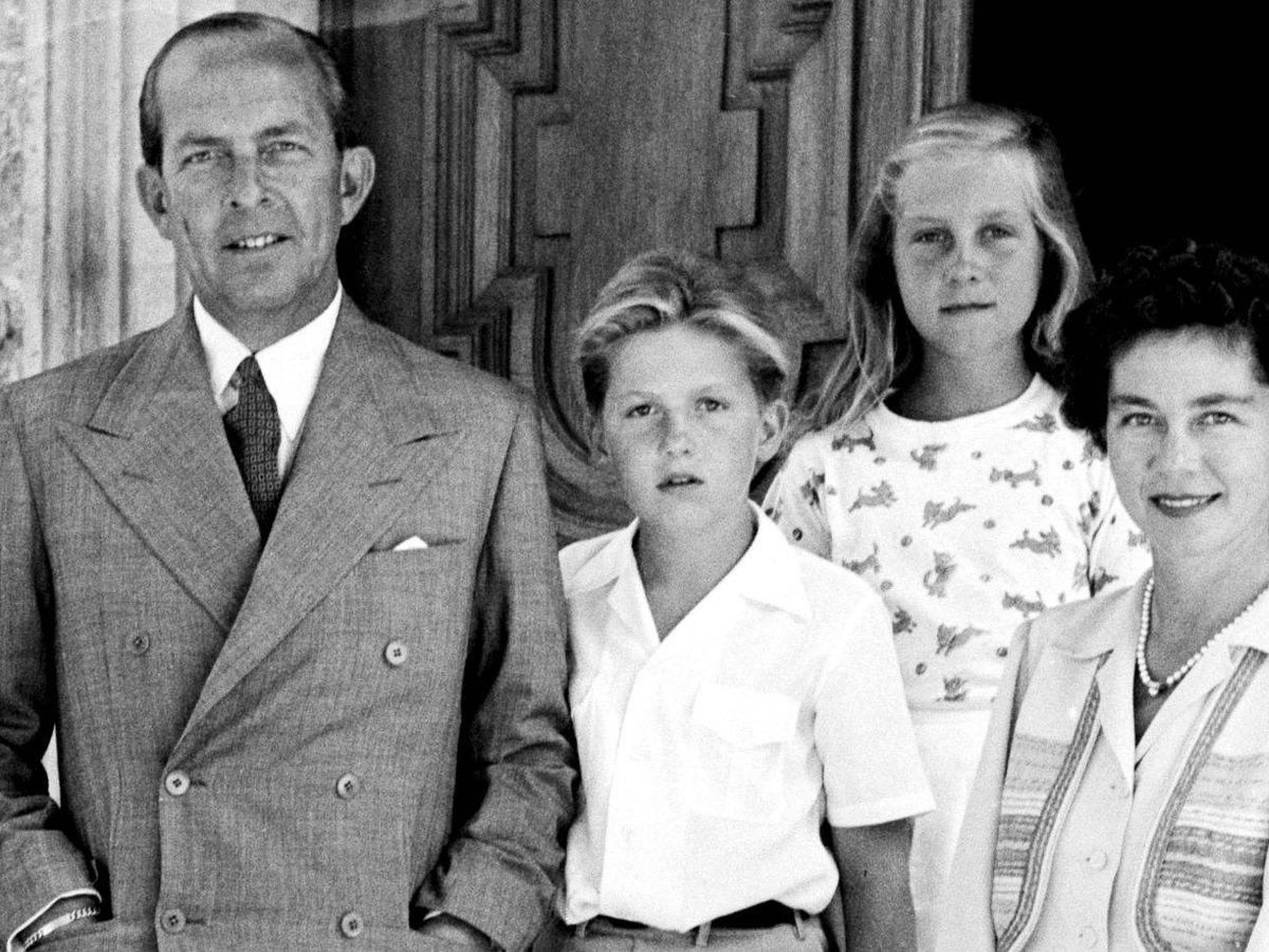 Foto: El rey Pablo de Grecia con sus hijos, en una imagen de archivo. (Getty)