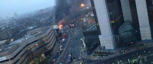 Foto: Dos personas mueren tras estrellarse un helicóptero en pleno centro de Londres