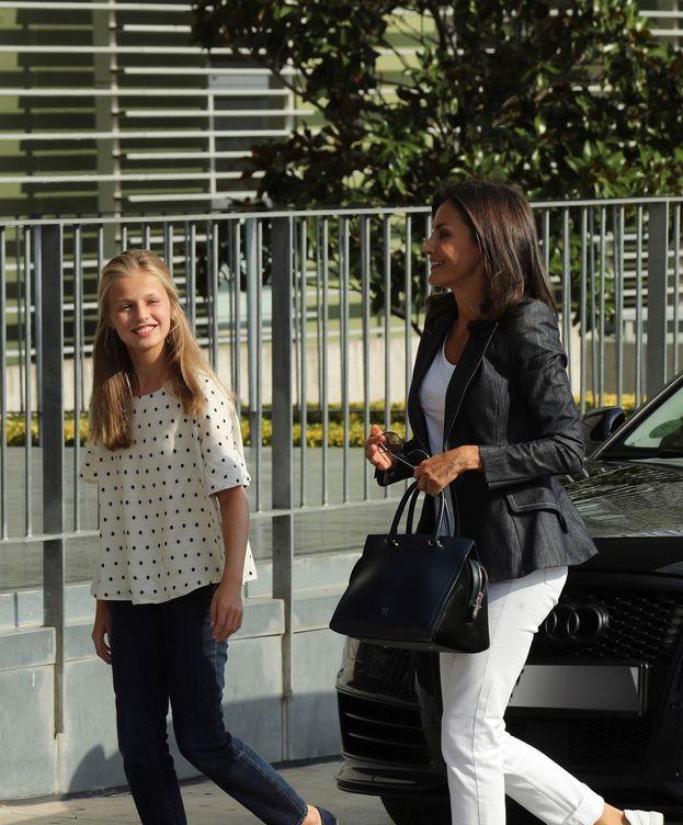 Foto: La reina Letizia y la princesa Leonor visitan a don Juan Carlos. (Limited Pictures)