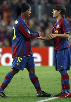 La directiva azulgrana pidió a Rijkaard que apartara a Ronaldinho del equipo