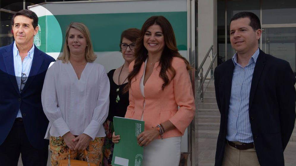Foto: El director del Instituto de Medicina Legal de Málaga, Sebastián Díaz Ruiz, a la derecha de la imagen, junto a otros cargos de la delegación en Málaga de la Consejería de Justicia de la Junta de Andalucía.