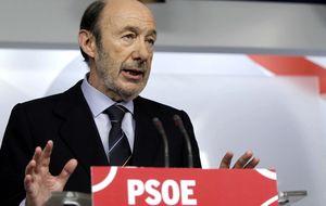 Rubalcaba amenaza con la moción de censura para intentar acorralar a Rajoy