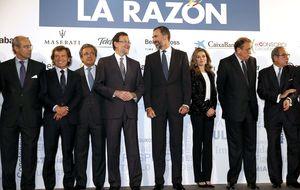 Políticos y 'capos' de los medios toman la alfombra roja con el sector en caída libre