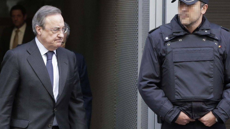 Foto: El presidente del Real Madrid, Florentino Pérez, tras declarar como testigo ante el juez Velasco. (Efe)