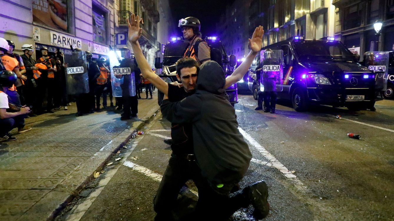 La violencia disminuye en la sexta jornada de protestas en Barcelona