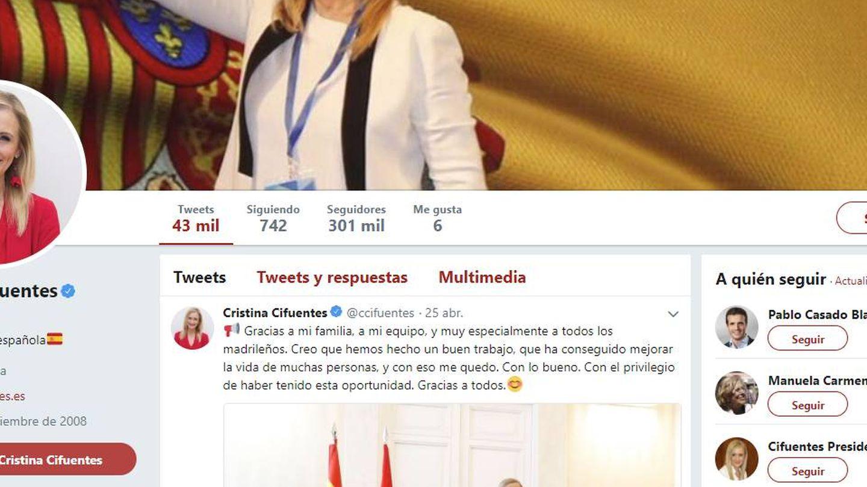 La expresidenta madrileña ha cambiado también en su perfil de Twitter su información.