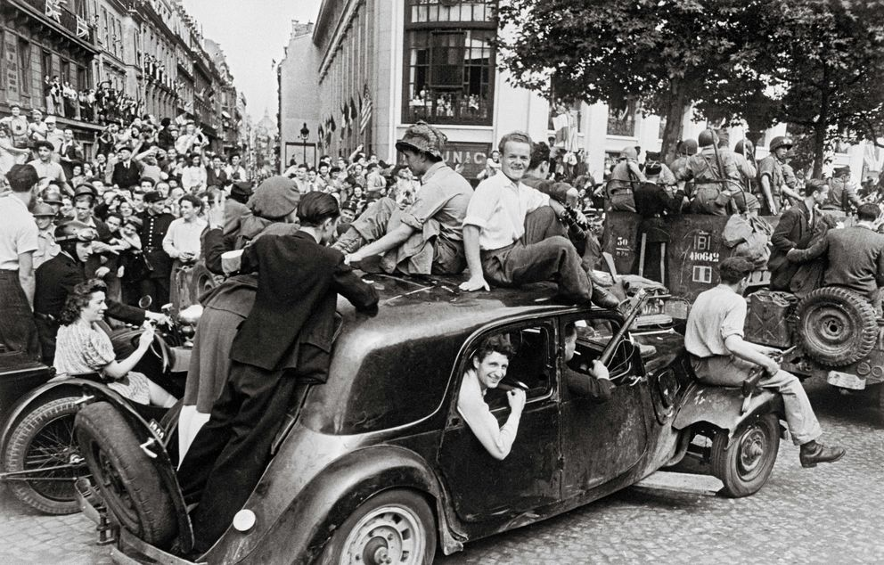 Foto: La alegría de la victoria, 1944 (Robert Capa/International Center of Photography, Magnum Photos)