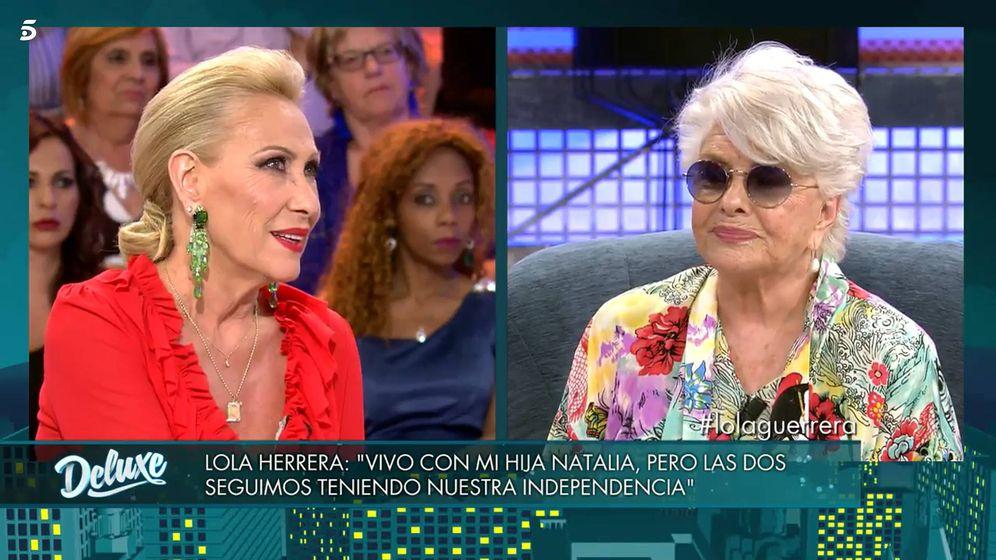 Foto: Rosa Benito y Lola Herrera, en 'Sábado Deluxe'. (Telecinco)