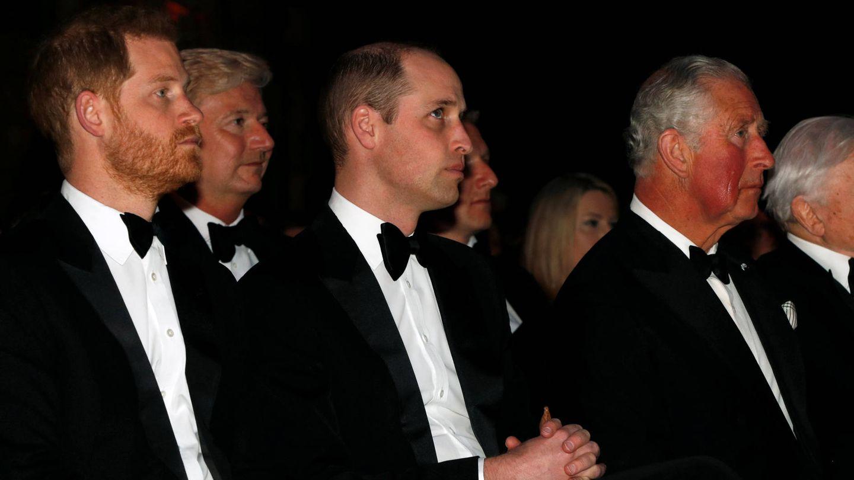 Carlos, Guillermo y Harry de Inglaterra, en la première de 'Our Planet'. (Getty)