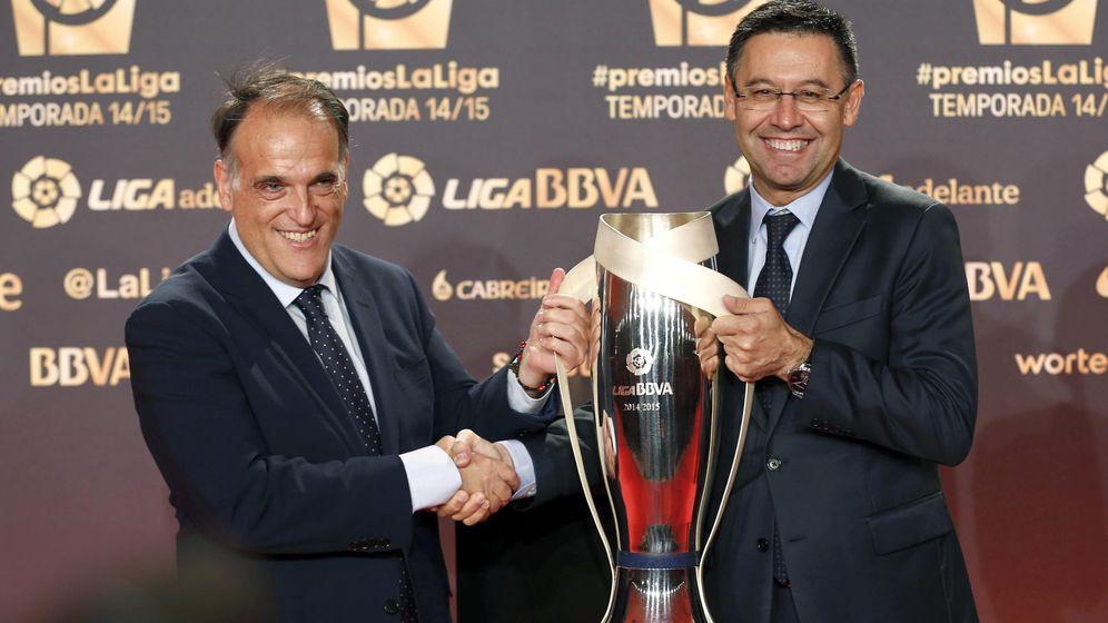 Foto: Tebas y Bartomeu en la última gala de La Liga. (EFE)