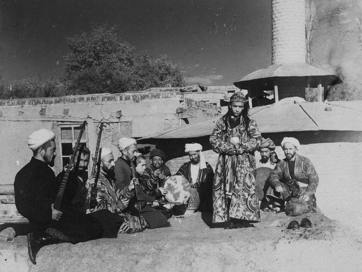Foto: Los 'baza bachi', niños prostituidos y disfrazados de mujeres para el entretenimiento de los hombres afganos. Foto: CC