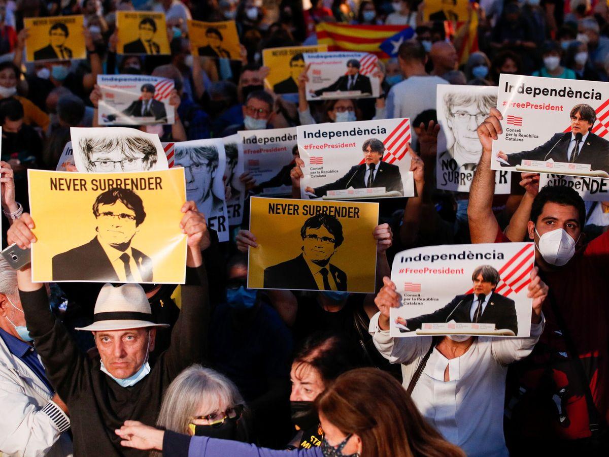 Foto: Protesta en apoyo a Puigdemont. (Reuters)