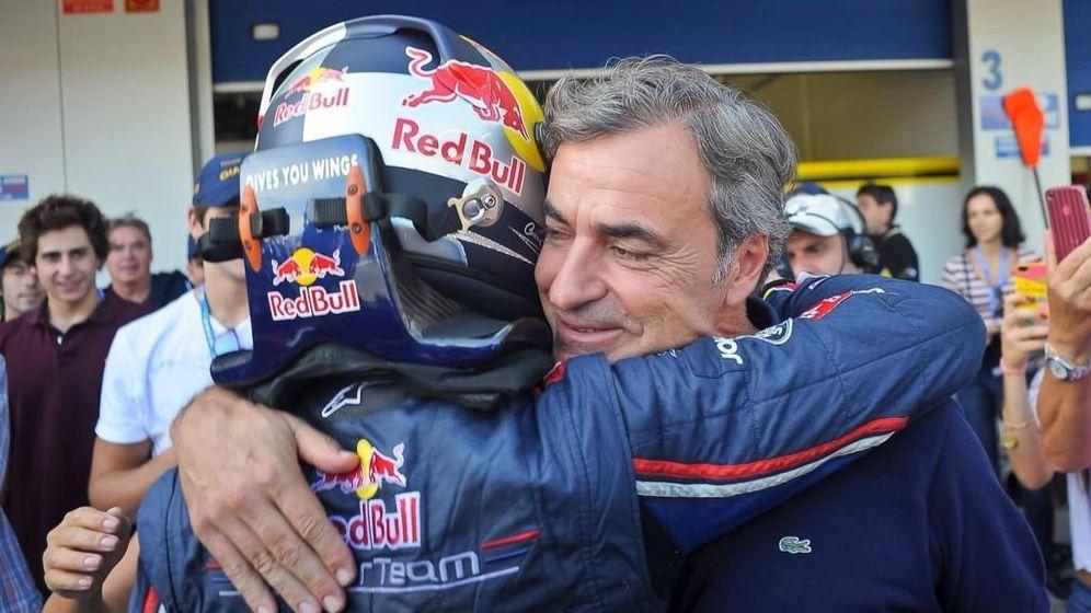 Foto: Carlos Sainz jr abrazando a su padre tras ganar las World Series by Renault
