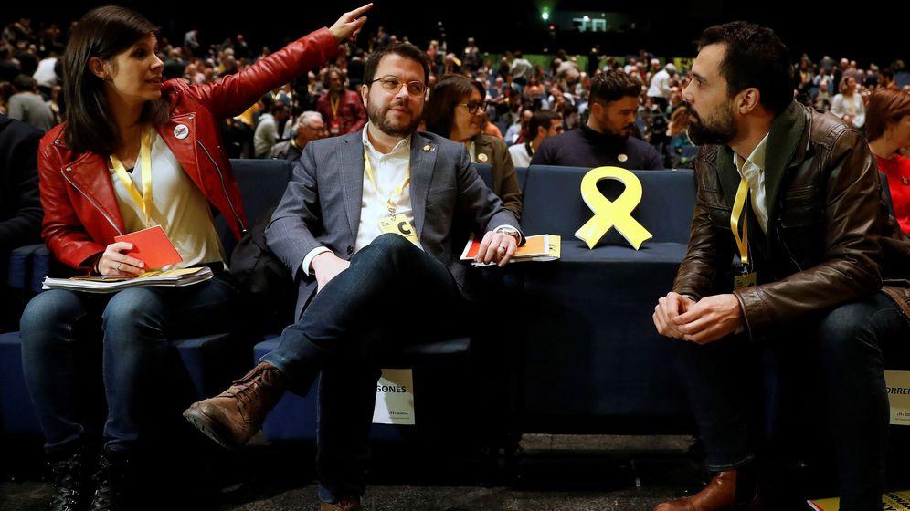 Foto: Congreso nacional de ERC, con un lazo amarillo en el sitio que debería ocupar Oriol Junqueras. (EFE)