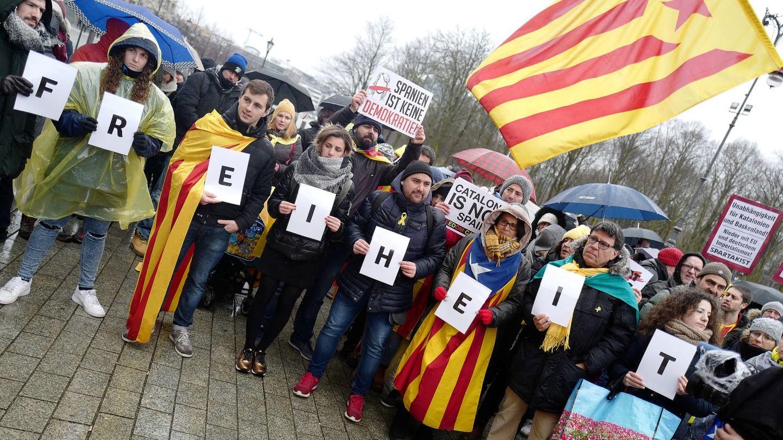Manifestación organizada por la Asamblea Nacional Catalana en apoyo a Puigdemont, en Berlín, el 1 de abril de 2018. (Reuters)