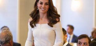 Post de Kate Middleton: hombros al aire y zapatos de 500 euros para brillar bajo la lluvia