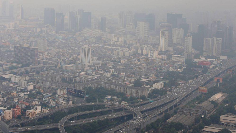 Foto: Vista general de la densa contaminación que cubre el área metropolitana de Bangkok. (EFE)