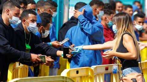 Magrebís con pasaporte y pidiendo hotel: la ola de pateras en Canarias es lo nunca visto