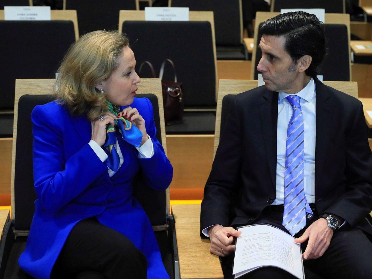 Foto: La ministra de Economía, Nadia Calviño, junto al presidente de Telefónica, José María Álvarez-Pallete.
