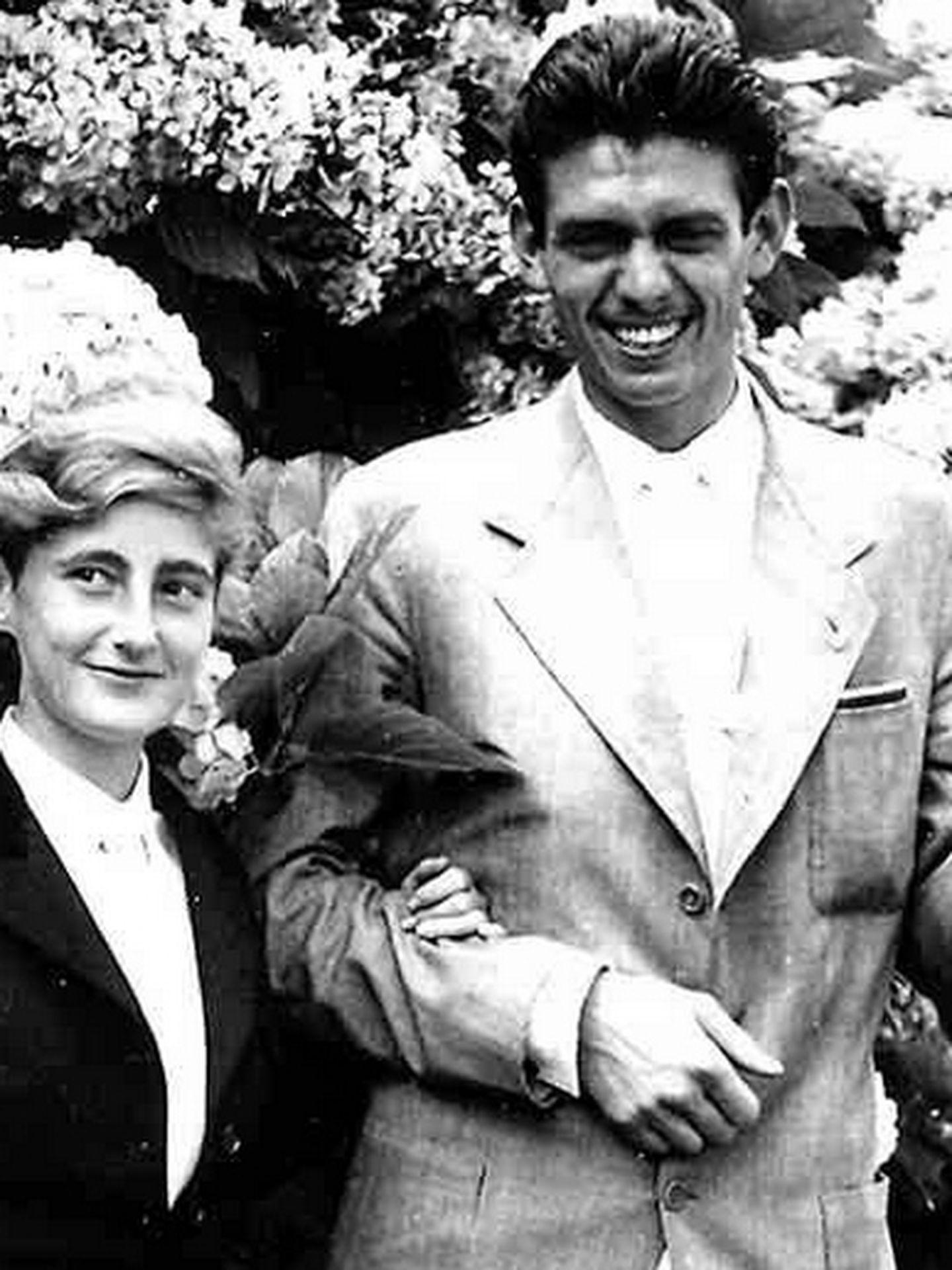 La duquesa de Medina Sidonia y Leoncio González de Gregorio y Martí.