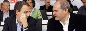 Zapatero se 'españoliza' con Chaves e irrita a sus posibles socios catalanes