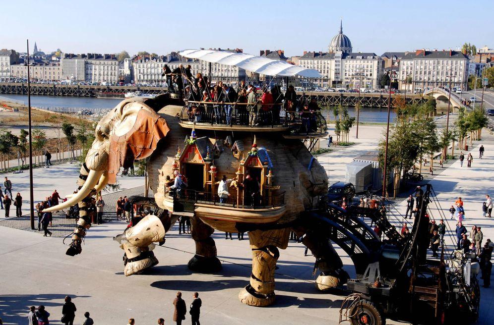 Foto: El Gran Elefante de Nantes, en acción. (©Atout France / Antoine Lorgnier)