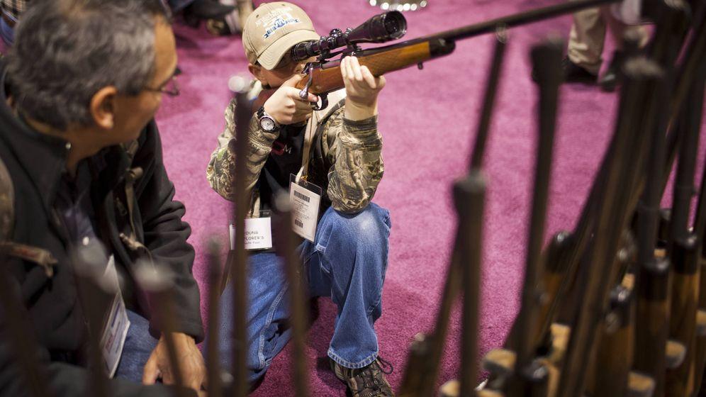 Foto: Los niños pueden manejar armas legalmente en EEUU. (Reuters)