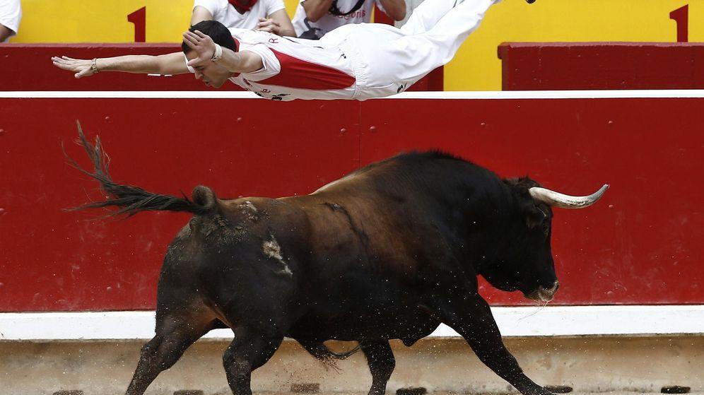 Foto: Un recortador en una plaza de toros de España. (Efe)