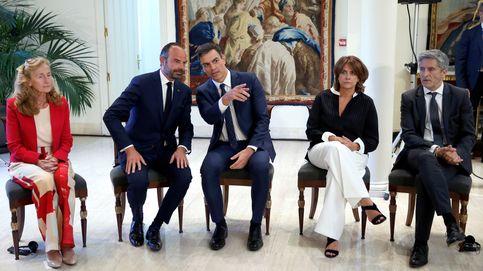 Sánchez reaparece en España y guarda silencio sobre Delgado, Duque y el 1-O