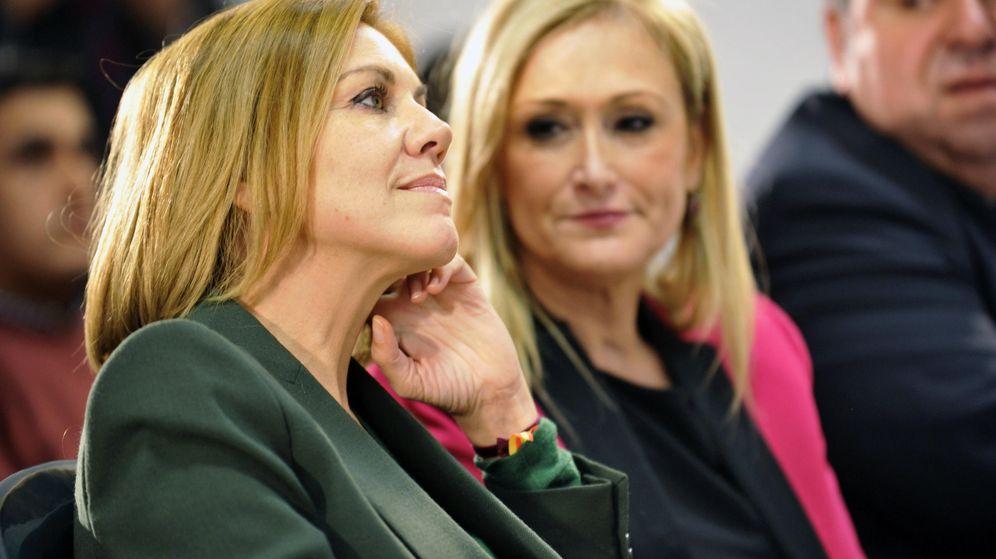 Foto: La dirigente del PP María Dolores de Cospedal junto a la presidenta de la Comunidad de Madrid, Cristina Cifuentes. (EFE)