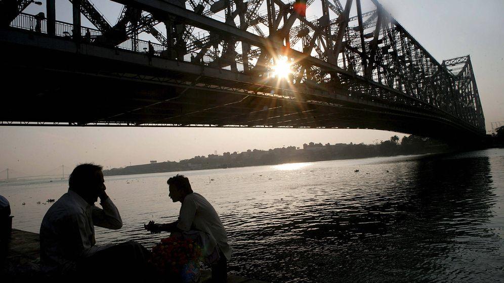 Foto: El Puente de Huwrah, en Calcuta, donde se llevó a cabo el truco (EFE/Piyal Adhikary)