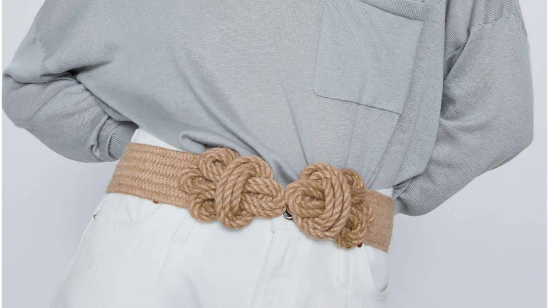 El cinturón de Zara para estilizar la figura. (Cortesía)