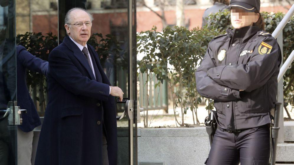 Foto: Salida de Rodrigo Rato de la Audiencia Nacional. (EFE)