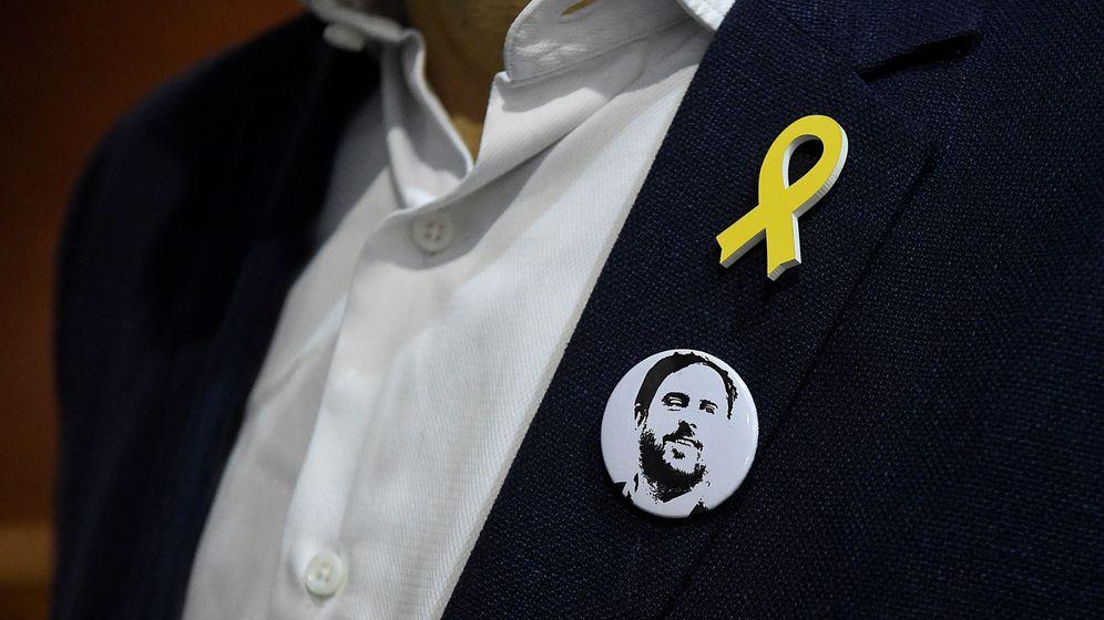 Foto: Chapa de apoyo a Oriol Junqueras. (EFE)