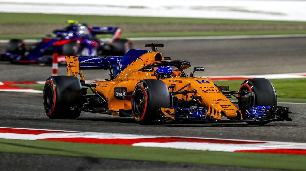 Foto: Fernando Alonso pasó a la Q2 por los pelos y se quedó fuera de la Q3. (EFE)