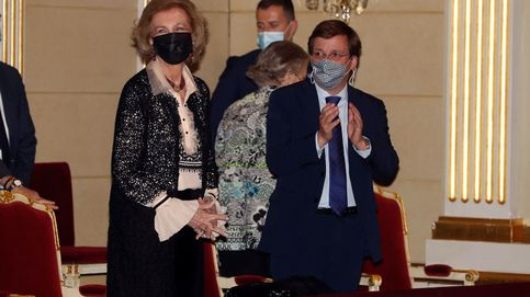 La reina Sofía, vitoreada y aclamada en el Teatro Real antes de viajar a Asturias