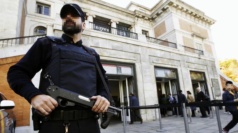 Foto: La Policía Nacional custodia el Museo del Prado de Madrid. (EFE)