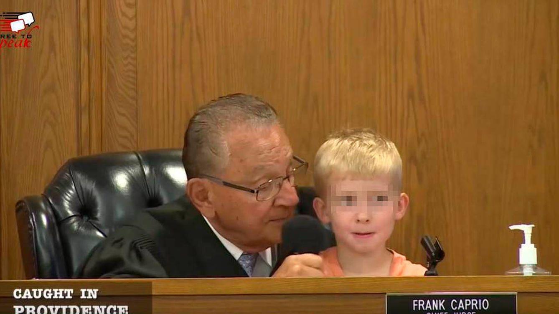 El juez más bondadoso del mundo: Te condeno a llevar a tu hijo a desayunar