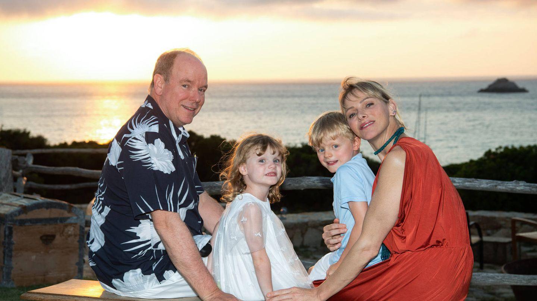 Alberto y Charlène de Mónaco, de vacaciones con sus hijos. (Eric Mathon / Palais Princier)