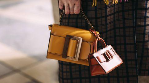 Los productos de belleza en stick que sí te caben en este bolso