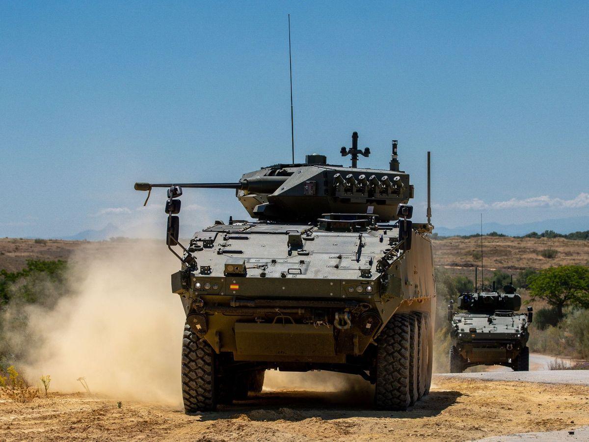 Foto: Presentación vehículos de combate de ruedas VCR 8x8 Dragón en Sevilla. (EFE)