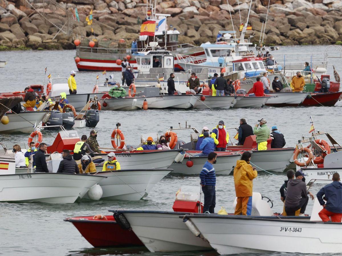 Foto: Barcos de pesca en Ribeira (A Coruña). (EFE)