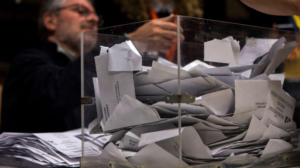 Foto: Recuento de votos en unas elecciones electorales en España. (EFE)