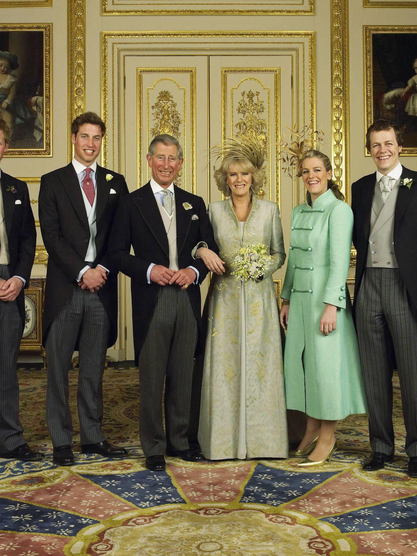El príncipe Carlos, Camilla y los hijos de ambos, el día de su boda. (Clarence House)