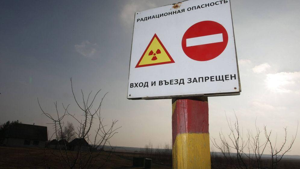 Foto: Cartel en Babchin, a 30 kilómetros de Chernóbil (EFE)