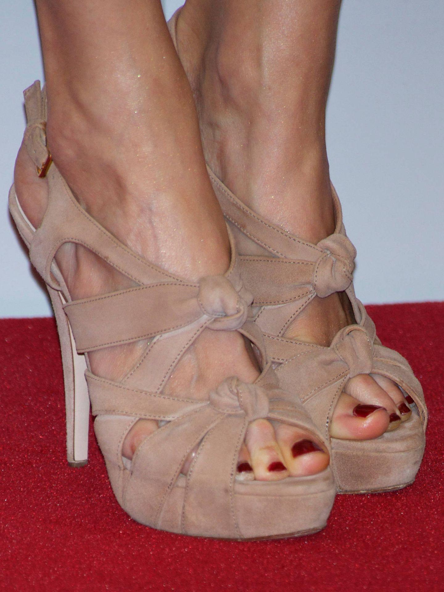 Miu Miu firma estas sandalias de la Reina. (LP)