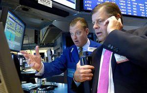 Wall Street aguarda en rojo el inicio de la reunión de la Fed