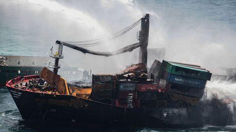 Un incendio en un buque provoca el mayor vertido químico en la historia de Sri Lanka
