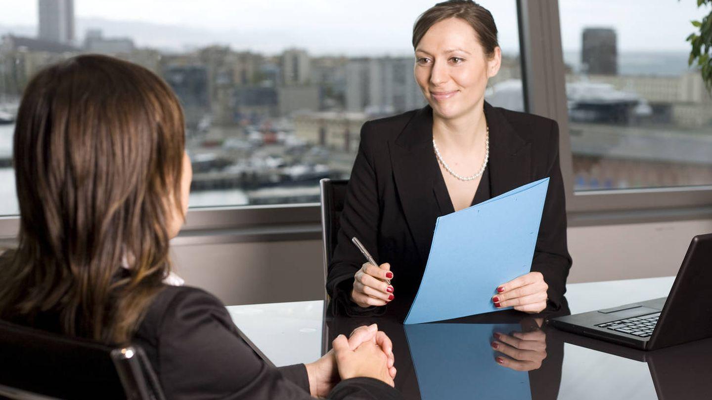 Las entrevistas no se realizan precisamente en un pequeño pueblo de provincias. (iStock)